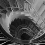 メニエール病の原因イメージ螺旋階段