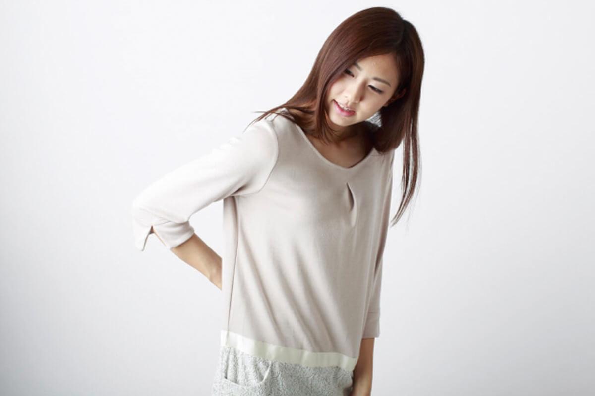 女性の腰痛のイメージ